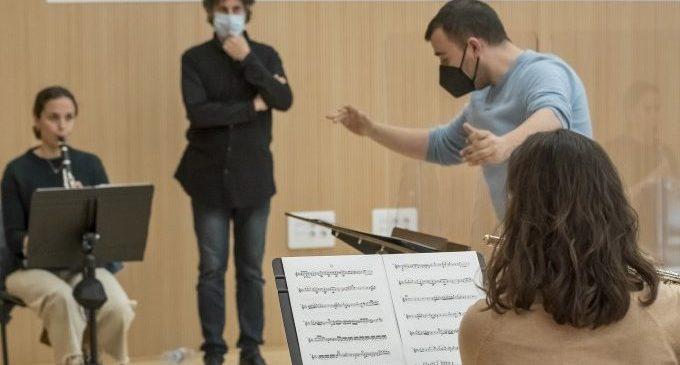 El programa 'CaixaBank Escolta València' forma a directores de orquesta en un curso dirigido por Cristóbal Soler