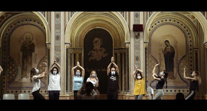 'Aus per la finestra', un documental que presenta la gira d'Escena Erasmus en temps de pandèmia
