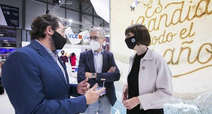 L'alcaldessa de Gandia anuncia en FITUR un glamping a la platja per a ampliar l'oferta turística de qualitat i sostenible
