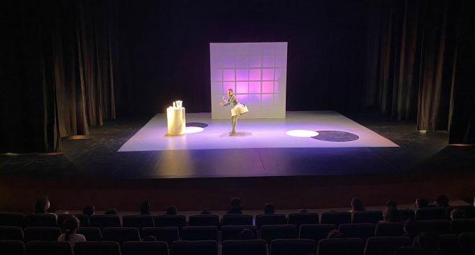 Mig centenar d'alumnes de Quart de Poblet participen en la campanya Anem al Teatre
