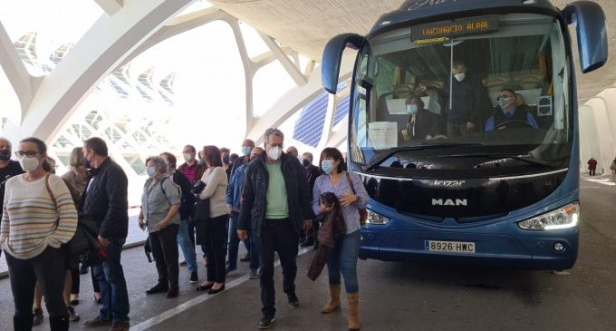 L'autobús al vacunòdrom de la Ciutat de les Arts ha donat servei a més de 1.100 persones a l'Horta Sud