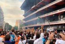 Miles de valencianistas claman contra la gestión de Peter Lim