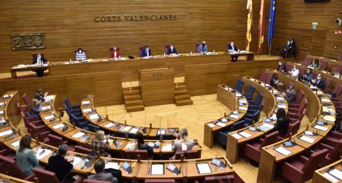 Les Corts defienden que el reparto de los fondos Covid atienda a la población y exigen el cambio de la financiación