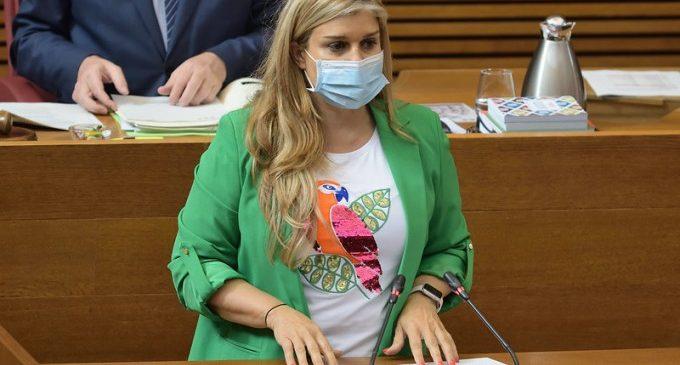"""Eva Ortiz: """"Les ajudes al valencià no poden servir d'excusa per a atacar a la Monarquia o sostindre trames familiars"""""""