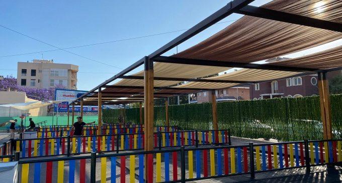 Sueca instal·la zones d'ombra en l'aulari provisional del CEIP Carrasquer