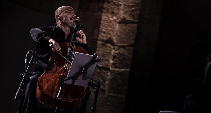 El violoncel·lista Ivan Balaguer interpreta a l'Almodí a Bach, Sibelius, Hindemith i Rósza