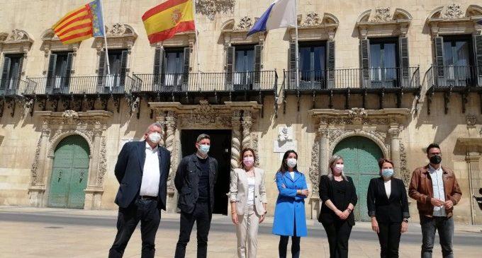 """Merino titlla de """"lamentable"""" la marxa de quatre diputats i ratifica la """"unitat"""" de Cs en les institucions"""