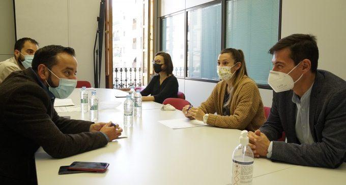 El secretari autonòmic de Participació i Transparència visita l'Ajuntament de Burjassot per a presentar el projecte dels pressupostos participatius