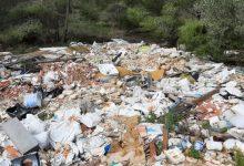 L'Ajuntament de Paterna retira 90 tones d'enderrocs d'un punt d'abocament il·legal en la Partida del Rabosar