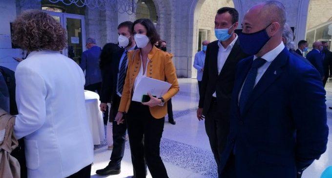 Maroto afirma que Espanya podrà comptar amb el certificat verd de vacunació europero al juny