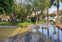 Paterna refuerza desde mañana la limpieza de parques y jardines ante la mayor afluencia vecinal en los meses de verano