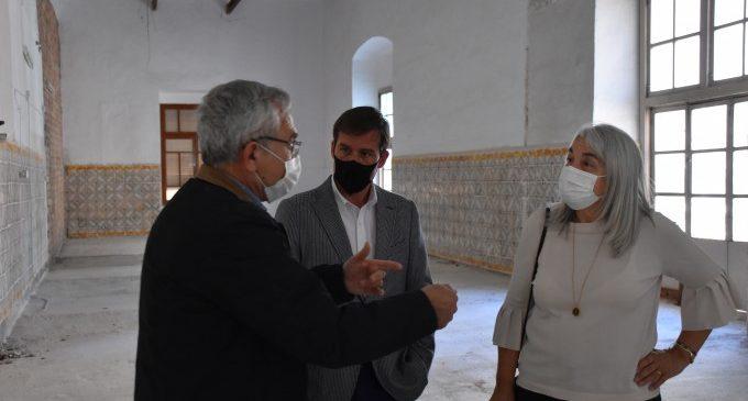 L'alcalde i la gerent del Departament de Salut visiten les obres del Consultori de la Seu de Xàtiva