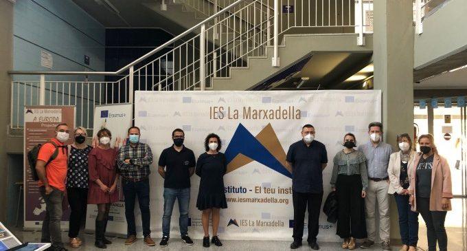 """El centre d'educació secundària IES La Marxadella de Torrent inaugura el racó """"Erasmus+"""""""