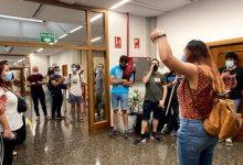 Estudiants es tanquen en el Rectorat de la UPV per a demanar la pujada de la remuneració de les pràctiques d'empresa