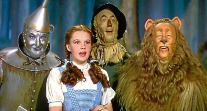 Torrent programa 'El Mago de Oz' i 'La mujer de negro', dos grans clàssics per al cap de setmana