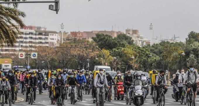 El Govern aprova hui la Llei de 'riders', que obliga les plataformes a contractar els treballadors i treballadores