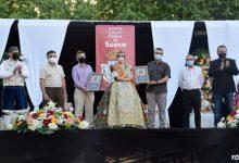 Els sanitaris i les agrupacions musicals de Sueca reben l'espiga d'or honorífica de la Junta Local Fallera