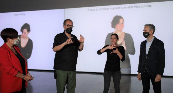 El CCCC reivindica la diversitat lingüística amb la mostra d'Antoni Abad en Llengua de Signes