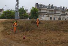 Llíria avança els treballs de neteja de cunetes en pistes i camins rurals