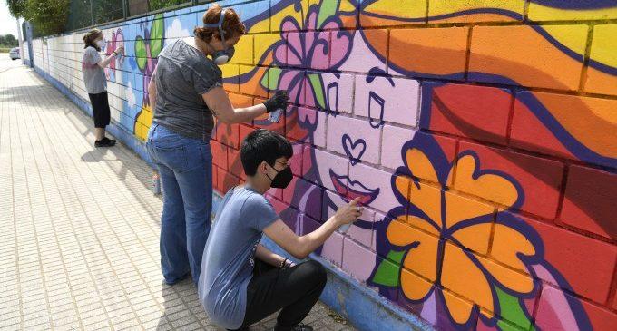 Taller de grafiti per les relacions sanes i contra la violència de gènere a Paiporta