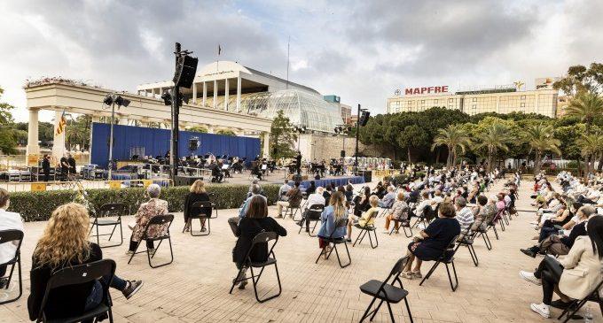"""La banda simfònica municipal de València interpreta """"música d'ahir, de hui i de sempre"""" als jardins del Palau"""
