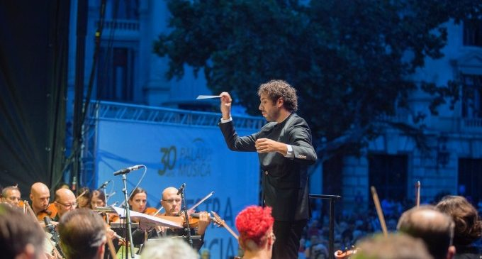 L'Orquestra de València tanca la temporada d'abonament amb un passeig musical per l'Iturbi més hollywoodenc