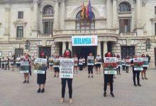 Animalistes es manifesten a València per a acabar amb els 37 milions d'euros que els ajuntaments destinen a les