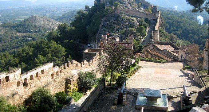 Asisten a un hombre tras caer desde una altura de cinco metros cuando visitaba el castillo de Xàtiva