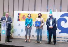 La ministra de Turisme lliura a Gandia les Banderes Q de Qualitat i Safe Tourism Certified