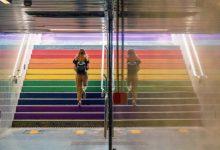 Metrovalencia tematitza escales d'estacions i repartirà màscares amb bandera LGTB+ en el Dia de l'Orgull