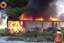 Arde un almacén de una empresa de ropa usada de L'Olleria