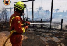 Controlat un incendi després de calcinar una nau d'una empresa de vivers a San Antonio de Benagéber