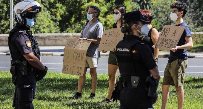 Ecologistes i veïns protesten per a exigir a Ábalos que paralitze la duplicació del bypass de la A-7