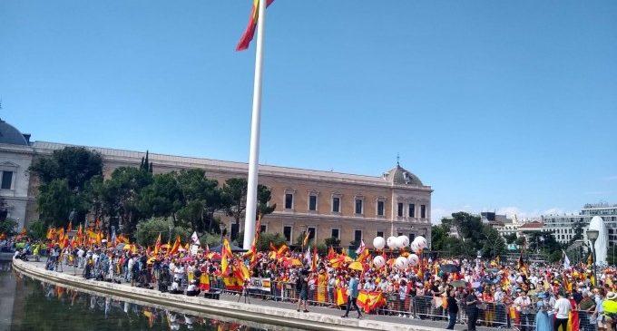 """Aforament complet en la Plaça de Colón en la manifestació contra els indults als líders del """"procés"""""""