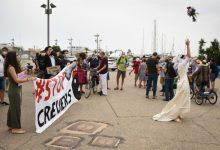 Unes 'noces' en el Port de València protesta pel retorn dels macrocreuers