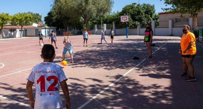 El campament social de Mislata garanteix un estiu saludable a més d'un centenar de menors