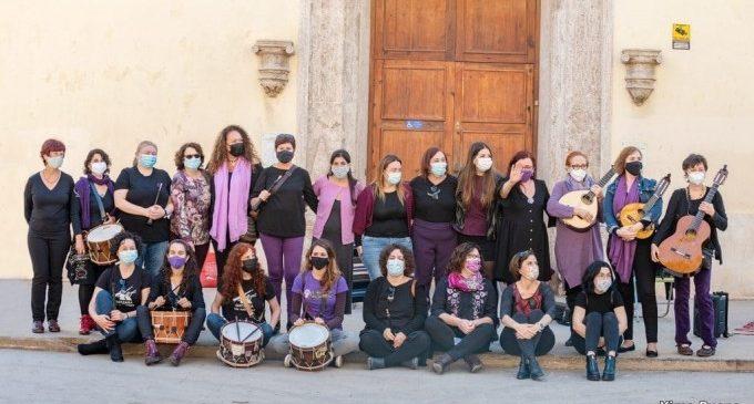 """Ontinyent visibilitza a les """"cantaores"""" valencianes amb l'activitat """"Parint versos entre dones"""""""