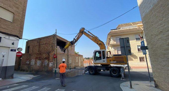 """Paterna comença l'enderrocament de la """"Casa del Pastor"""" en el barri de Santa Rita"""