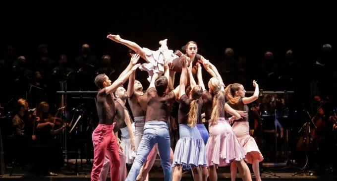 'Temps d'abraçar': un abrazo colectivo en forma de danza y música que rinde tributo a la sociedad valenciana