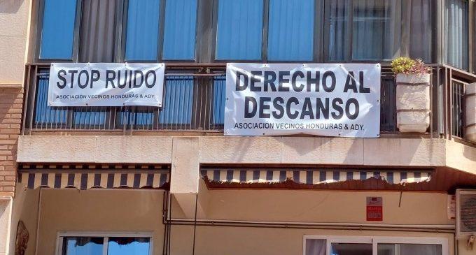 Desallotgen la plaça d'Hondures de València per botellons