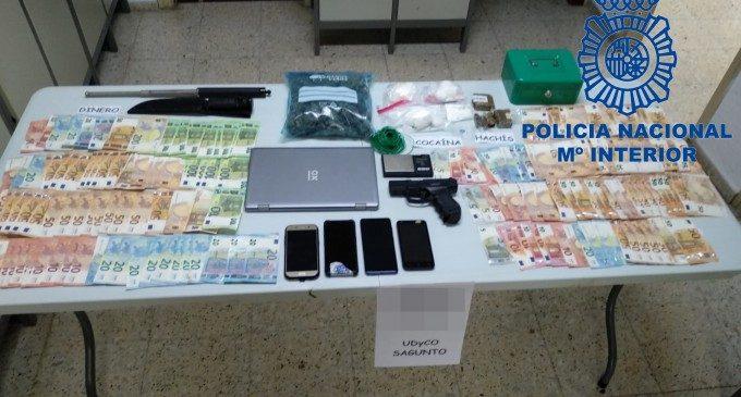La Policia deté a Sagunt a deu persones per tràfic de drogues i intervé més de 8.000 euros