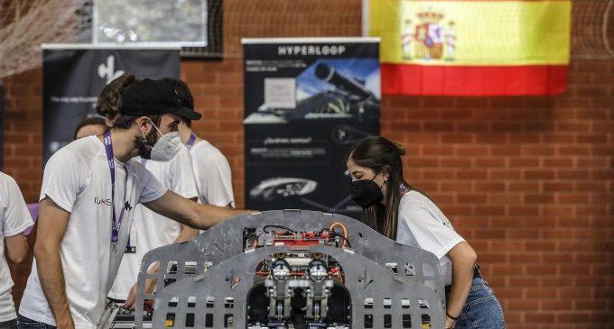 Estudiants de tot el món presenten a València els seus prototips del Hyperloop, el transport del futur