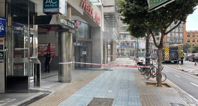 Bombers sufoquen un conat d'incendi en la bugaderia d'un hotel del carrer Colón de València