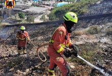 Desallotgen el parc aquàtic Aquopolis a Cullera per un incendi forestal en una muntanya pròxima