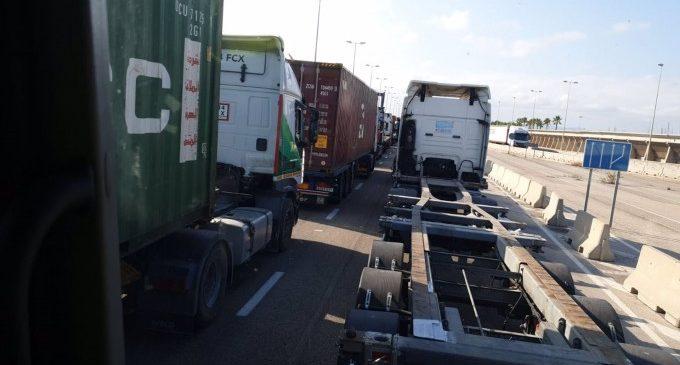 Transportistes deixen de prestar servei de manera indefinida a la terminal APM del Port de València