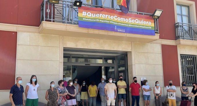 Rafelbunyol aprova una declaració institucional en rebuig a la LGTBIfòbia, el racisme i l'odi