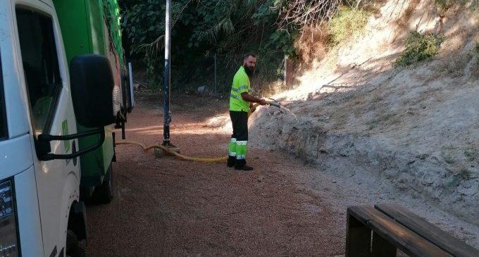Ontinyent procedeix a la neteja intensiva de 30 parcs públics, zones verdes i àrees canines de la ciutat