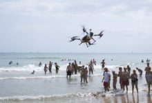 Gandia augmenta la seguretat a la platja gràcies a l'ús d'un dron de salvament