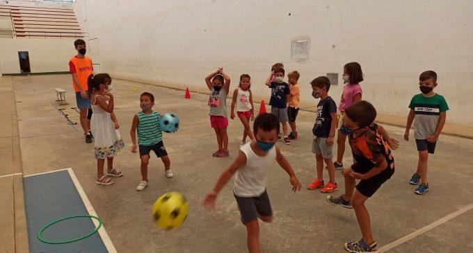 Més de 300 xiquets i xiquetes han participat enguany de l'escola d'estiu i l'estiu urbà de Meliana