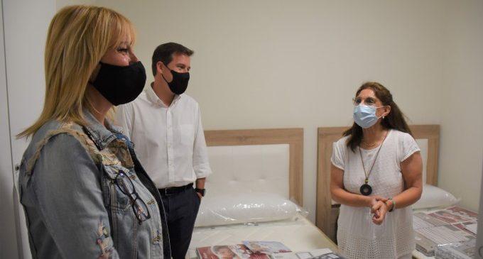 L'alcalde de Xàtiva i la regidora de Benestar Social visiten la vivenda tutelada d'Acofem al Passatge Hostal del Lleó